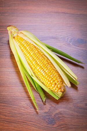 corncob: Fresh corncob on wooden table