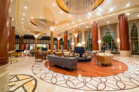 Lobby en de hal van Khalidiya Palace hotel Redactioneel
