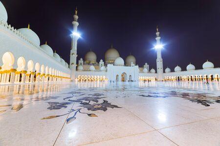 zayed: Sheikh Zayed Grand Mosque in Abu Dhabi
