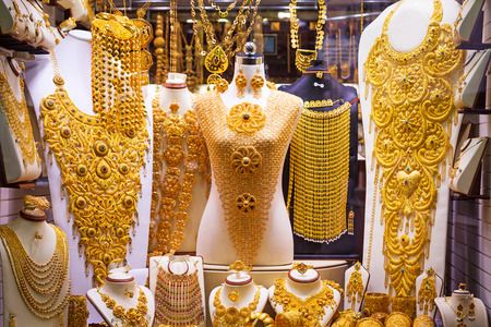 Gold on the famous Golden souk in Dubai Deira market Imagens