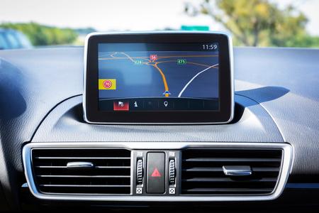 車の中でナビゲーション デバイス