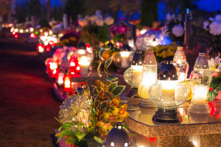 Cemetery at night with colourful candles for All Saints Day in Poland Stockfoto