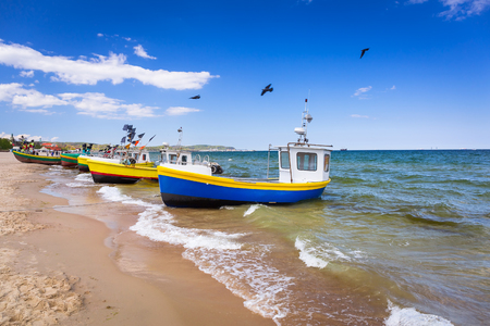 漁船ポーランドのバルト海のビーチで