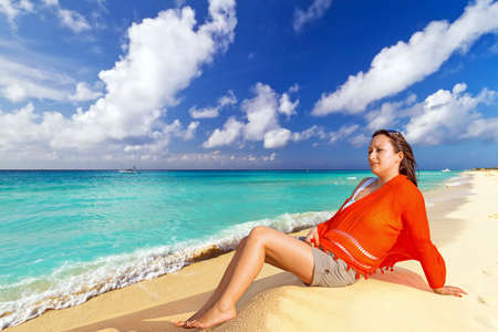 destress: Woman posing on the beach