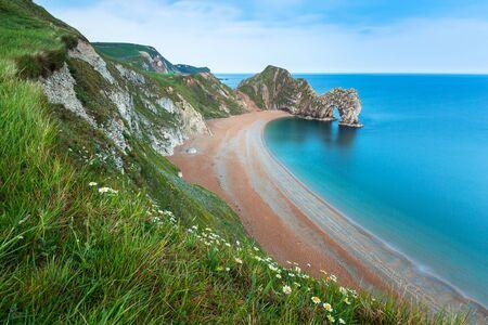 durdle door: Durdle Door at the beach on the Jurassic Coast of Dorset, UK