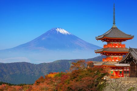 Mt. Fuji with red pagoda in autumn season, Japan Stock Photo - 76033771