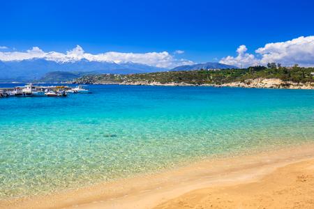 Setzen Sie bei Marathi-Bucht und den weißen Bergen auf Kreta, Griechenland auf den Strand