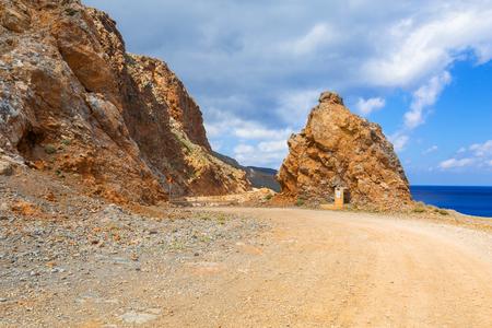 バロス ビーチ、ギリシャ、クレタ島の道をロッキー 写真素材