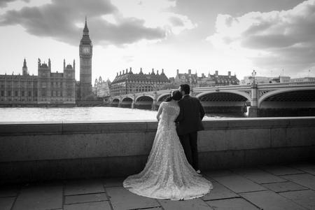 신부와 신랑 런던, 영국에서 웨스트 민스터 다리에서