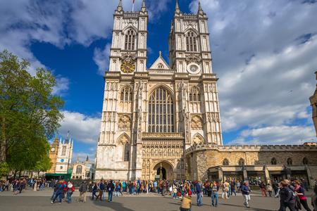 ロンドン、イギリス - 2016 年 5 月 14 日: ロンドンのウェストミン スター寺院の建築。ウェストミン スター寺院は、大きなゴシック様式の教会と英国