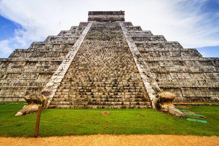 Kukulkan pyramid in Chichen Itza, Mexico Stock Photo