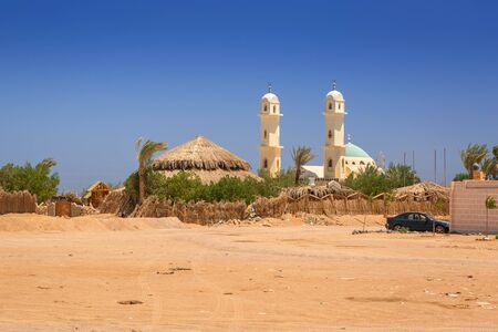 Small village on the desert with mosque, Egypt Stock Photo