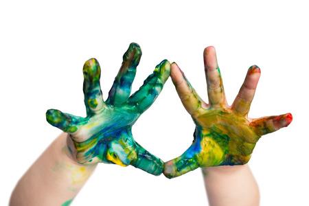 Pintura colorida en las manos pequeños niños Foto de archivo - 99078151
