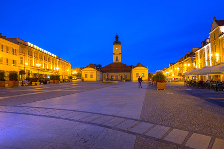Kosciusko Main Square with Town Hall in Bialystok at night, Poland. 版權商用圖片