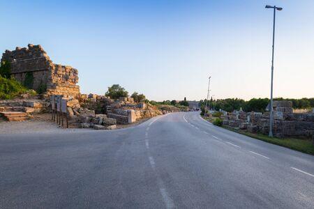 Hauptstraße zur antiken Stadt Side, Türkei Standard-Bild