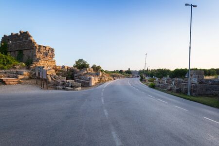Main road to the ancient city of Side, Turkey Imagens