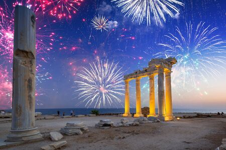 Fireworks display over the temple of Apollo in Side, Turkey Imagens