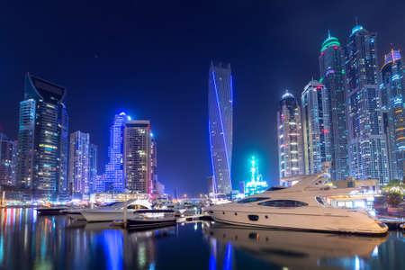 Cityscape of the Dubai Marina at night, UAE Foto de archivo