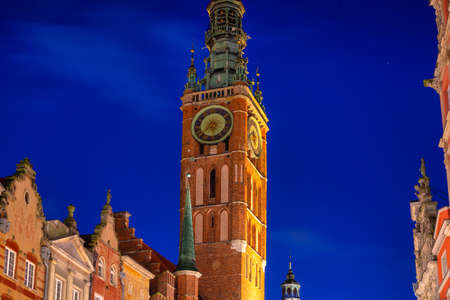 Beautiful clock of the town hall in Gdansk at night, Poland Banco de Imagens