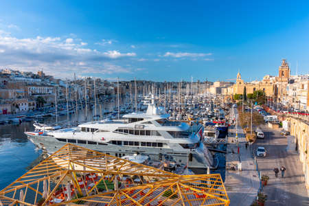 Birgu, Malta - January 10, 2019: Beautiful architecture of the Birgu marina at sunset, Malta Editoriali