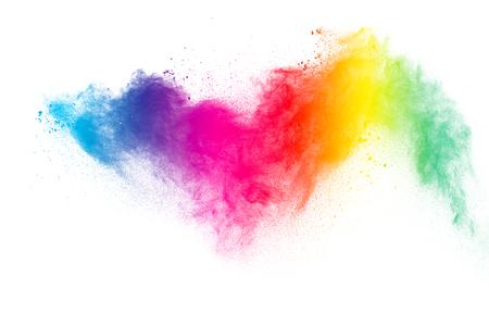 Explosion de poudre multicolore sur fond blanc.