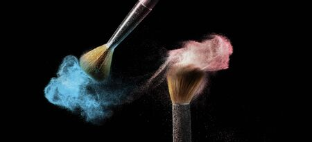 Makeup brush with scattered pink and blue powder. 스톡 콘텐츠 - 149984302