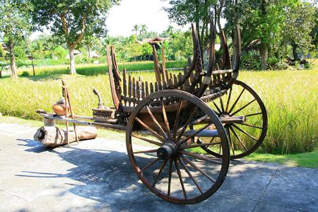 carreta madera: Antique wooden wagon