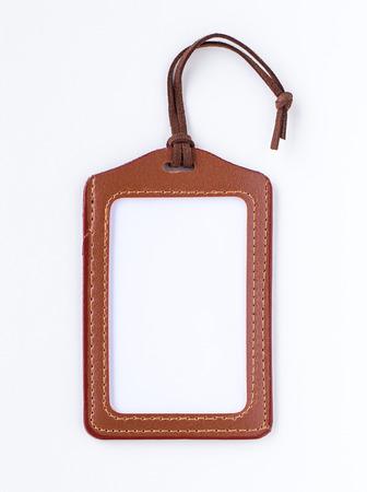 茶色の革ラベル タグ文字列で、白で隔離