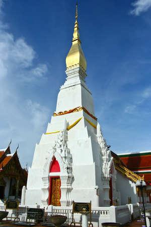 chum: Wat Phra That Cheung Chum