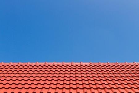 Red Roof contre le ciel bleu