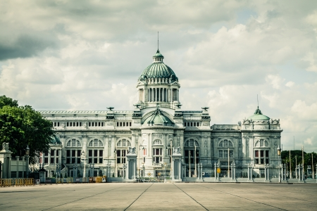 krung: The Ananta Samakhom throne hall in thailand Stock Photo
