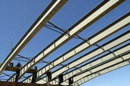 strong base: Ponte di travi d'acciaio