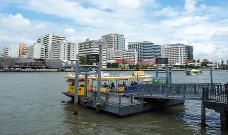 phraya: Boat pier in Chao Phraya River