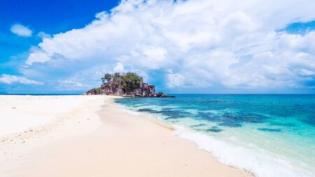 Beautiful views of the andaman Thai sea, clear green water, white sand beach and blue sky, white clouds. On Koh Lipe, Khai Island. Фото со стока