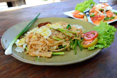 fried noodle: Thai fried noodle.
