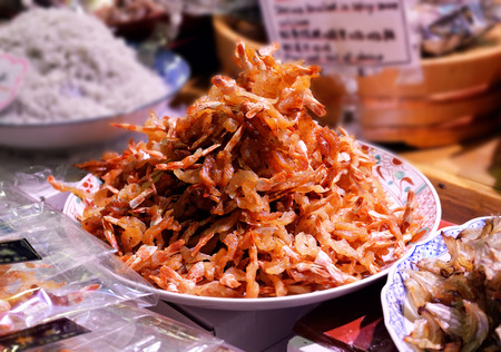 Dried shrimp with red chilis on sale in a Japanese market Banco de Imagens