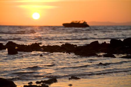 The sunrise silhouette of Pipi Island Archivio Fotografico