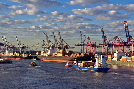 gelb: Containerhafen