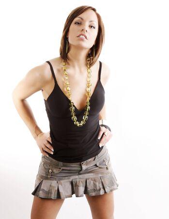 白い背景の上に caemra を見てのスカートでセクシーな女性