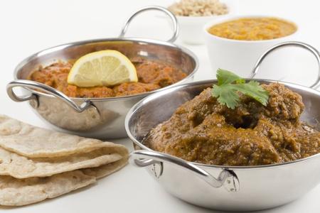Poulet Madras Xacuti & viande - poulet Goan chacuti et madras � base de viande servi avec riz pilaf, tarka dahl et des chapatis Banque d'images