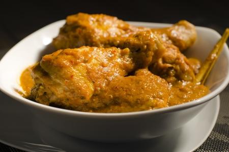 Poulet Kapitan - curry de poulet au lait de coco de Malaisie cuisine traditionnelle Nyonya