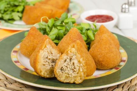 Coxinha de Galinha - Brazilian breaded and deep fried snack filled with shredded chicken Reklamní fotografie - 15532205