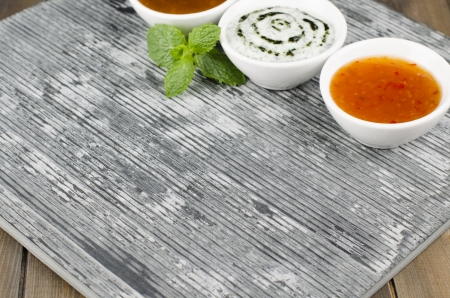 Slate   Dips - Empty slate serving dish with mango chutney, mint raita and chili sauce with mint leaves  Stock Photo - 15532266