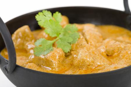 pollo: Pollo Korma - Pollo en una salsa cremosa ligeramente especiado. Cocina india.