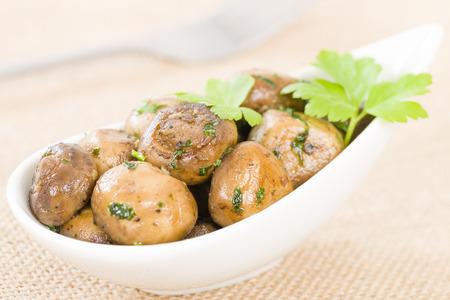 tapas espa�olas: Setas al Ajillo Mushrooms with garlic. Traditional Spanish tapas dish.