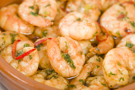 sizzling: Gambas Pil Pil - Sizzling prawns with chili and garlic. Traditional Spanish tapas dish. Stock Photo