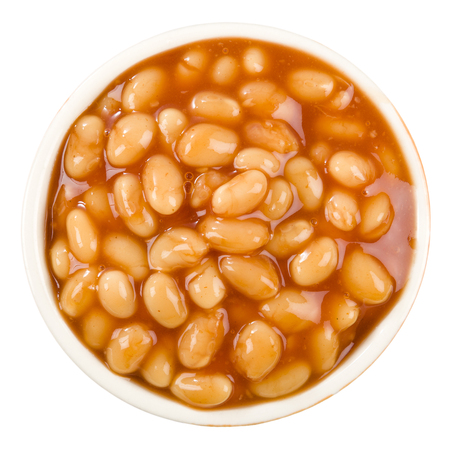alubias: Las habas cocidas - tazón de frijoles al horno en salsa de tomate Foto de archivo