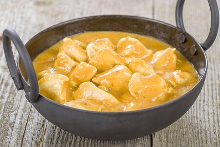pollo: Pollo Korma - Pollo en una salsa cremosa ligeramente especiado