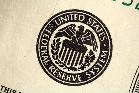 Macro of the Federal Reserve seal printed on a US banknote. Banco de Imagens