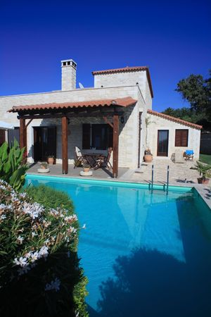holiday villa: A Greek holiday and rental villa on the island of Crete with a large swimming pool Stock Photo